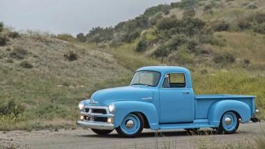 Ателье Icon представило необычную версию пикапа Chevy 1954 года (ВИДЕО)