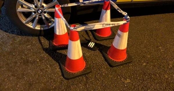 В Великобритании полиция оцепила шлепанец сбежавшего водителя (ФОТО)