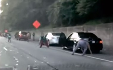 В США инкассаторы на дороге потеряли всю выручку (ВИДЕО)