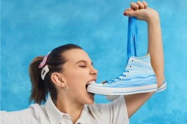 Милли Бобби Брайн запустила коллаборацию обуви с Converse (ФОТО)