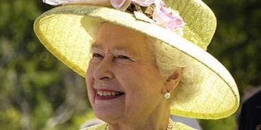 Королева Британии развлекалась ловлей летучих мышей в шотландском замке