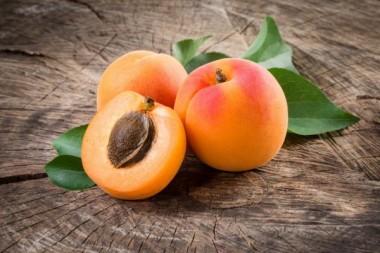 Медики рассказали, что абрикос препятствует раку кожи