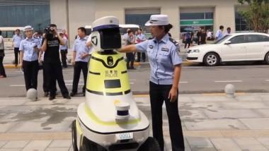 В Китае роботы начали помогать дорожной полиции