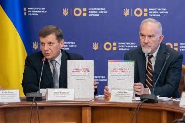 С 1 сентября в украинских школах будут учить пользоваться деньгами