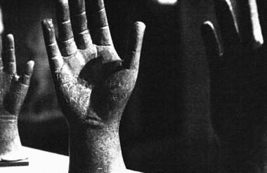 В США создали перчатку, которая делает протезы рук «чувствительными»