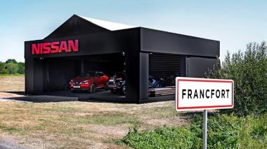 Nissan потроллил автосалон во Франкфурте (ВИДЕО)