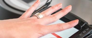 «Ощадбанк» будет продавать NFC-кольца для бесконтактной оплаты