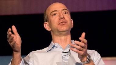 Самый богатый человек в мире потерял за сутки почти семь миллиардов долларов