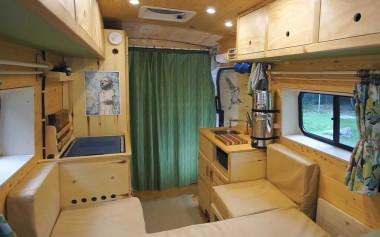 Американцы самостоятельно построили дом для путешествий за 5 месяцев (ВИДЕО)