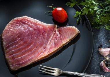 Медики: беременным и детям нельзя есть тунца