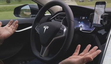 Tesla безводителя устроила заезд повстречной полосе (ВИДЕО)