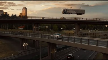 40-тонный грузовик подняли дронами (ВИДЕО)