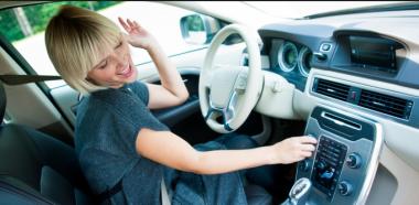 Прослушивание музыки за рулем уменьшает стресс при вождении авто