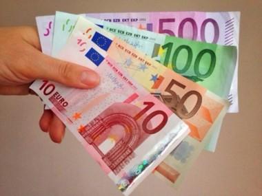 Немецкий пенсионер забыл на крыше автомобиля 20 тысяч евро