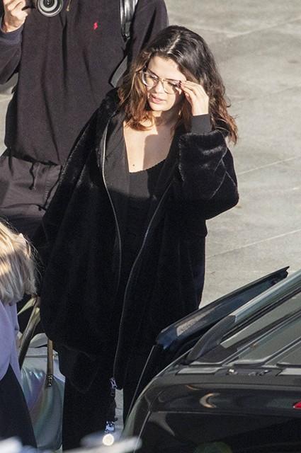 Селена Гомес замечена в аэропорту Лондона (ФОТО)