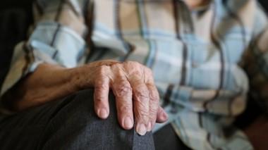 Ученые назвали три этапа старения человеческого организма