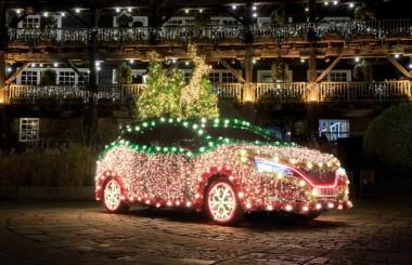 Nissan превратил Leaf в рождественскую ёлку