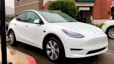 Прототип двухмоторного Tesla Model Y попался фотошпионам (ВИДЕО)