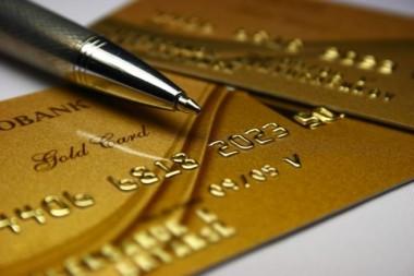 Кабмин снял ограничение по выплатам на банковские карточки