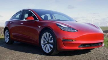Электрокары Tesla скоро будут «разговаривать» с пешеходами (ВИДЕО)