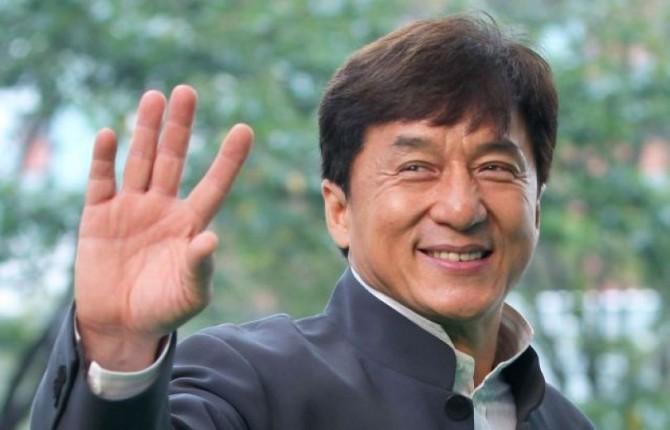 Джеки Чан пообещал $197 тысяч за лекарство от коронавируса
