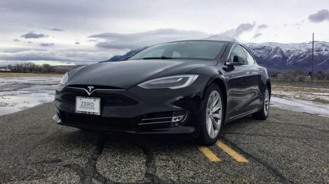 Автопилот Tesla Model S дистанционно отключили из-за долгов владельца