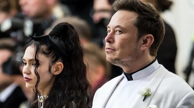 Возлюбленная Илона Маска в дерзком наряде показала округлившийся живот после заявлений о беременности (ФОТО)