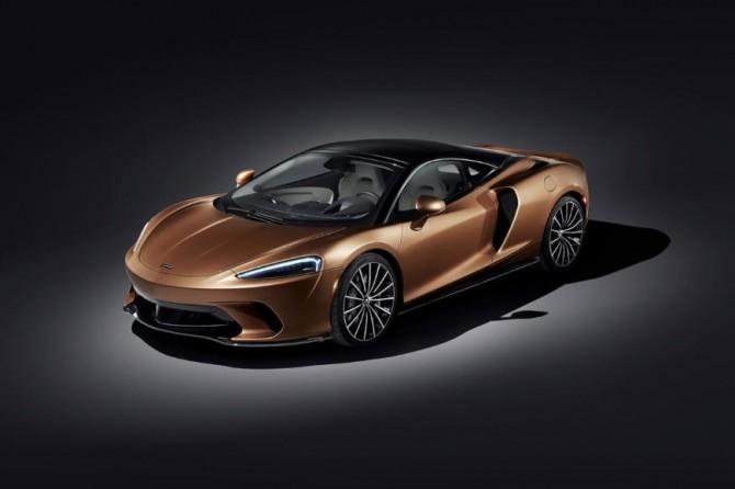 Гонка суперкаров - McLaren GT против Lamborghini Huracan (ВИДЕО)