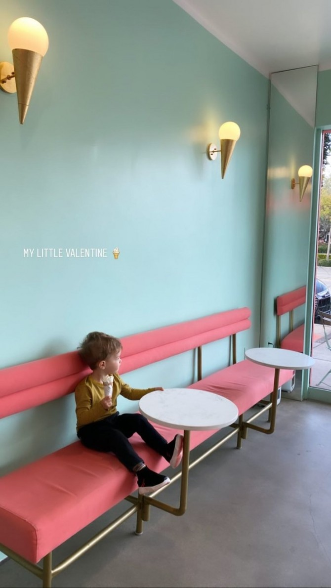 Роузи Хантингтон-Уайтли впервые за долгое время показала двухлетнего сына (ФОТО)