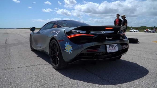 1150-сильный McLaren 720S несется со скоростью 354 км/ч (ВИДЕО)