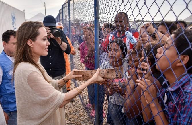 Анджелина Джоли написала колонку о сирийских беженцах
