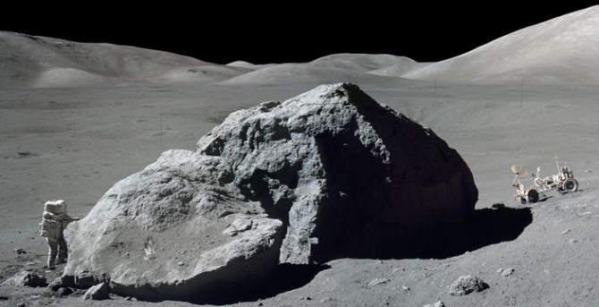 В лунном грунте нашли валуны и следы древних вулканов