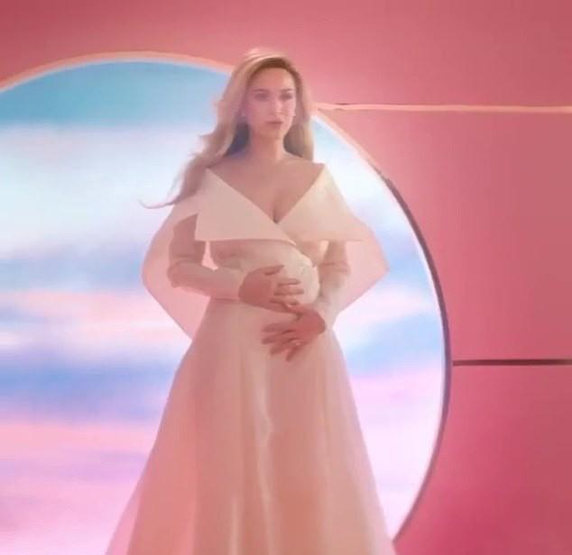 Кэти Перри намекает, что ждет ребенка от Орландо Блума (ФОТО)