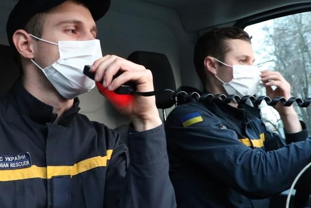 В Украине начали курсировать автомобили с громкоговорителями, чтобы напоминать людям о карантине