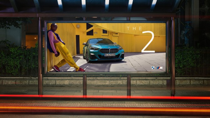 BMW будет использовать новый логотип в рекламе