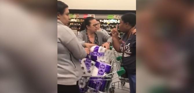 Австралийки устроили драку за туалетную бумагу в супермаркете из-за коронавируса (ВИДЕО)