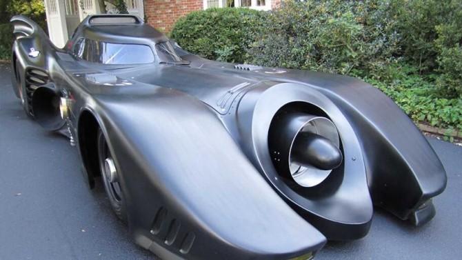 На этой реплике Batmobile можно ездить по дорогам общего пользования (ВИДЕО)