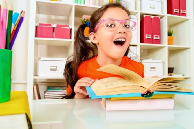 Болтливые дети лучше преуспевают в школе