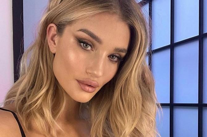 Фанатов Роузи Хантингтон-Уайтли обеспокоило ее честное фото без макияжа и фильтров