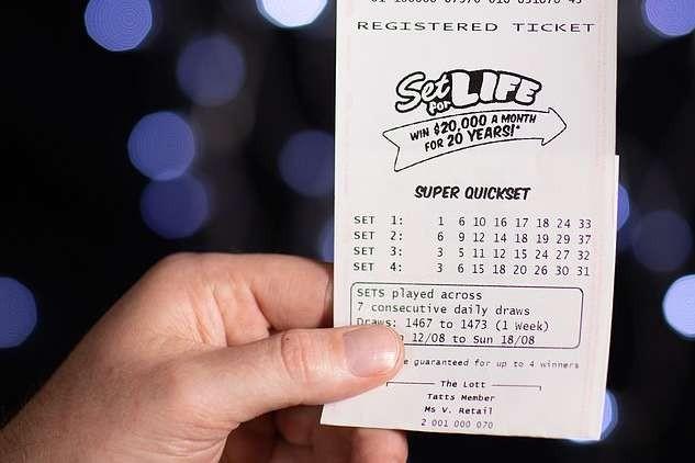 Мужчина, потерявший работу из-за коронавируса, выиграл в лотерею