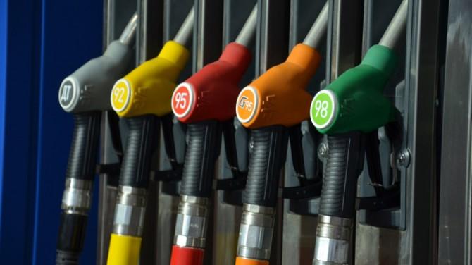 Бензин в Канаде стал стоить дешевле пива