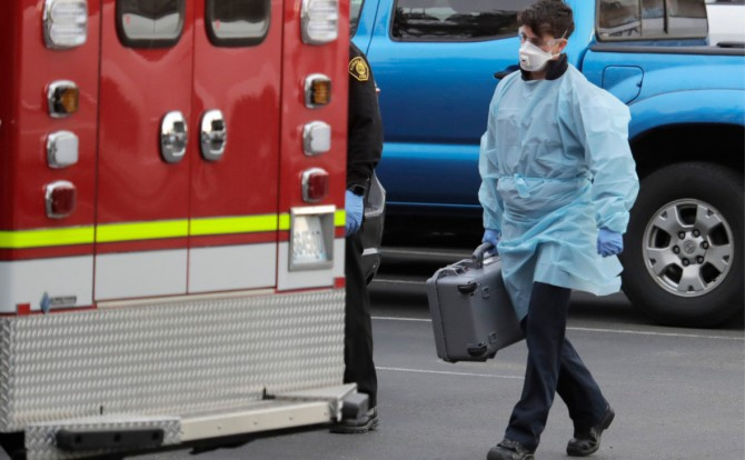 В США от коронавируса за сутки умерли более двух тысяч человек