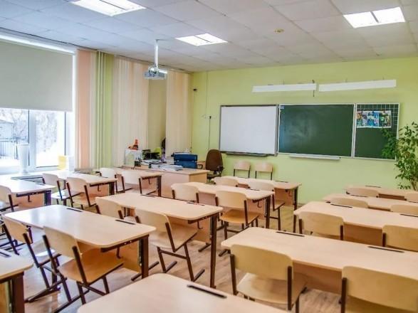 Учебный год в школах закончится дистанционно