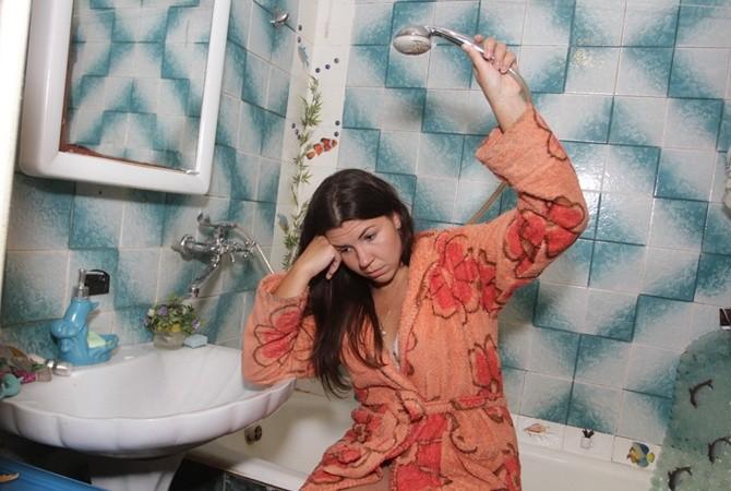 Киевлянам начинают отключать горячую воду