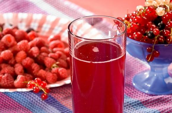 Медики назвали продукты, влияющие на разжижение густой крови
