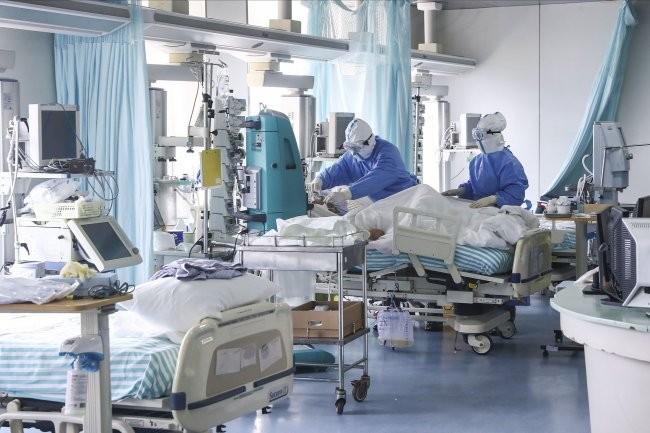 В Украине на COVID-19 за сутки заболело 35 детей и 71 медработник