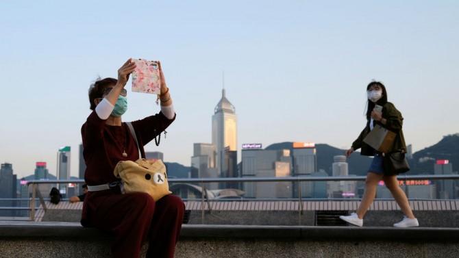 Каждый житель Гонконга получит бесплатную многоразовую маску