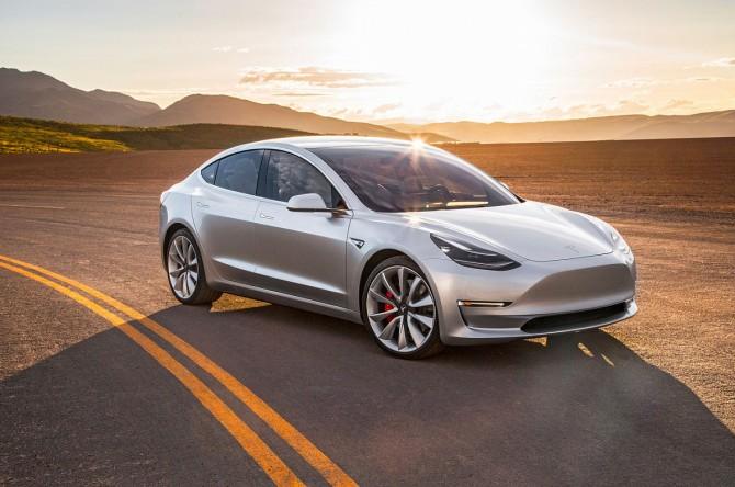 У электромобиля Tesla отвалился руль в ходе движения (ФОТО)