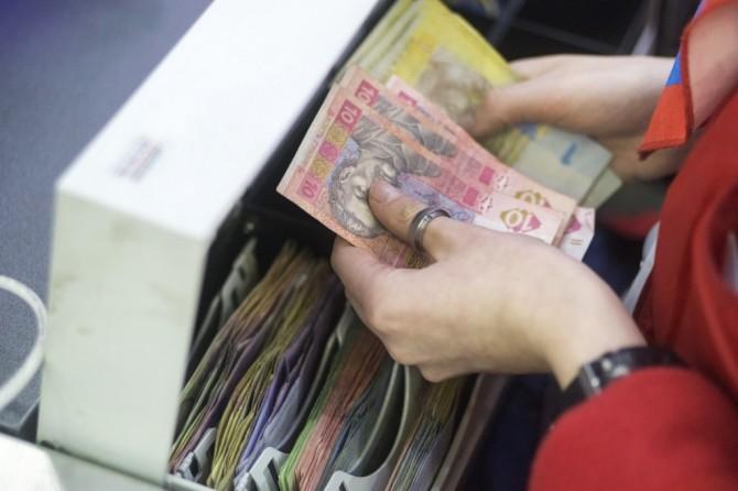 Украинцам станет проще снять наличные с карточки в кассе магазина