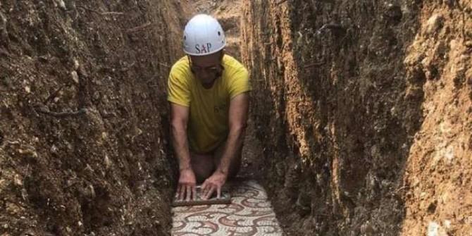 В Италии обнаружили почти нетронутую древнеримскую мозаику